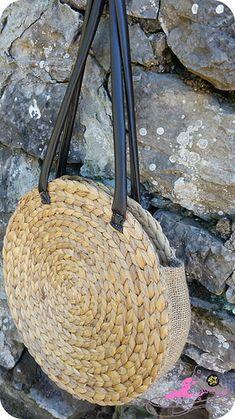 Things To Do When Bored Fabric Patterns Straw Bag Diys Sacks Hampers Place Mats Jute Satchel Handbags Diy Bags Easy, Simple Bags, Round Straw Bag, Round Bag, Black Handbags, Leather Handbags, Diy Bags Purses, Diy Handbag, Jute Bags