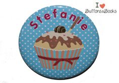 Namensbutton+Cupcake+Ansteckbutton+50mm+groß+++von+Buttons&Books+auf+DaWanda.com