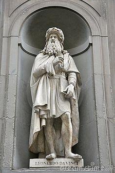 Estatua de Leonardo Da Vinci, Florencia, Italia                                                                                                                                                                                 Más