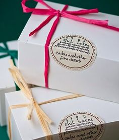 I love the stickers on white or brown packaging with bold solid coloured accents-Atıştırmalık tarifler Cake Boxes Packaging, Brownie Packaging, Biscuits Packaging, Baking Packaging, Bread Packaging, Dessert Packaging, Packaging Stickers, Food Packaging Design, Packaging Ideas