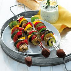 Welcome to Weight Watchers! Kabobs, Skewers, Weigt Watchers, Zucchini, Bbq Party, Caprese Salad, Barbecue, Sausage, Healthy Lifestyle