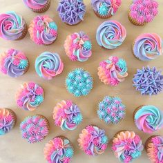 6 Secrets Of How To Bake The Perfect Cupcake - Novelty Birthday Cakes Mermaid Cupcakes, Cute Cupcakes, Baking Cupcakes, Cupcake Recipes, Pastel Cupcakes, Unicorn Cupcakes, Cake Decorating Techniques, Cake Decorating Tips, Cookie Decorating