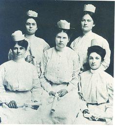 The first graduates from the Piedmont Sanatorium School of Nursing in Atlanta in 1907.