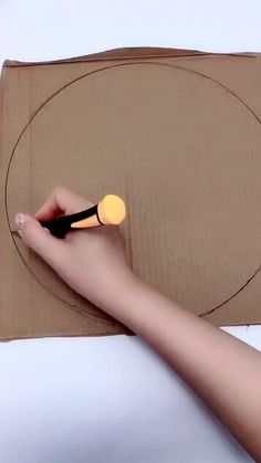 Cool Paper Crafts, Paper Flowers Craft, Rope Crafts, Cardboard Crafts, Craft Stick Crafts, Diy Crafts For Girls, Diy Crafts For Home Decor, Diy Crafts Hacks, Handmade Crafts