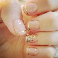 Uñas decoradas con dorado perfecto para ocasiones elegantes #uñas #dorado #moda #estilo #belleza #mujer