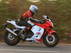 Hyosung is all set to challenge the motorcycles in the segment with its all new offering the A closer look at the mean machine White Motorcycle, Super Bikes, Cars And Motorcycles, Closer, Dream Catcher, Transportation, Beast, Biker, Weapons Guns