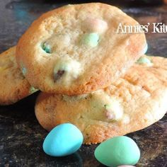 Cadbury Mini Egg Cookies... Ummm yes!! This sounds like a dream come true.