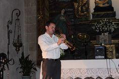 Pedro Lamas é saxofonista, gaiteiro, arranxista e compositor. É un músico formado na tradición, con numerosos galardóns neste campo. É fundador de prestixiosos grupos como Lelia Doura ou Luvas Verdes,  e colaborador doutros como Uxía Senlle, Guadi Galego, Susana Seivane, Nova Galega de Danza etc. Xosé Lois Romero foi formado desde neno na música popular galega, exerceu de percusionista en numerosas formacións tradicionais e, desde 1995, é membro do Grupo Tradicional da AGADIC.