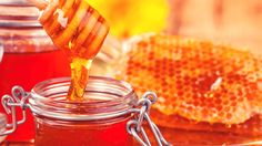 A natural antiseptic, honey is one of the best allies to beautify the skin. This nectar of youth has been used since antiquity for its regenerative power. A hydrated epidermis Rich in potassium and vitamin B, honey is an ideal treatment for moisturizing dry and / or sensitive skin. Mix a...
