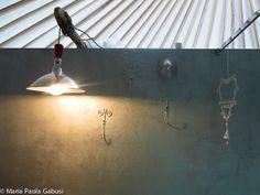 Casa del Tempo Ritrovato b&b - recycled lamp in the bathroom