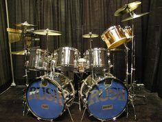 Neil Peart's Drum Sets - DRUMMERWORLD OFFICIAL DISCUSSION FORUM Dope Music, Indie Music, Rush Band, Pearl Drums, Neil Peart, Vintage Drums, How To Play Drums, Snare Drum, Drum Kits