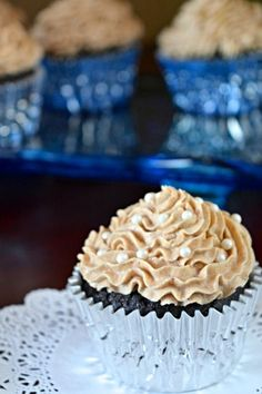 Chai Buttercream Frosting - Chocolate Chocolate and More! Fun Easy Recipes, Best Dessert Recipes, Cupcake Recipes, Fun Desserts, Buttercream Cupcakes, Baking Cupcakes, Cupcake Cakes, Take The Cake, Frosting Recipes