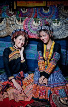 Hmong, White (Southeast Asia) - See the World Through Pattern and Colour