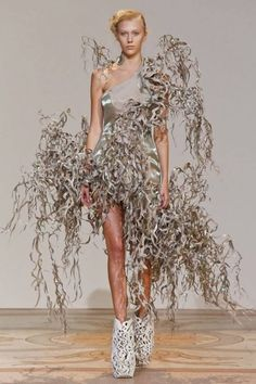 Iris Van Herpen -- Now I understand why those shoes were made!