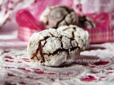 Tieto krehké popraskané sušienky mi úplne učarovali a s čokoládou sú  chuťovo úžasné (chuťou mi pripomínajú kakaové venčeky, ale tieto sú omnoho lepšie )