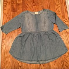 Urban outfitters baby doll top  Adorable baby doll Jean top  size medium  3/4 sleeves  new conditions  Urban Outfitters Tops