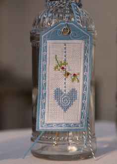Anhänger -Vögel- mit Stickanleitung.....(i would definitely LOVE to have this beautiful bookmark!)....