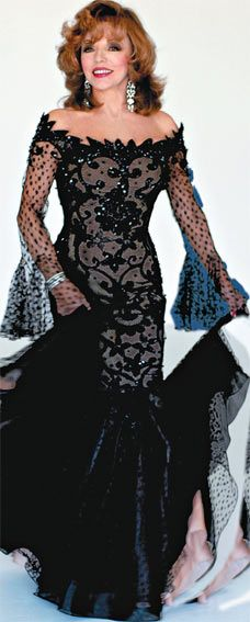 Joan Collins in a fabulous dress. M&s Beauty, Dame Joan Collins, Linda Evans, Hollywood Fashion, Hollywood Style, St Joan, Nyc, Fabulous Dresses, Celebs