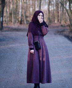 Image may contain: 1 person, standing and outdoor Hajib Fashion, Abaya Fashion, Muslim Fashion, Fashion 2020, Modest Fashion, Fashion Outfits, Fashion Photo, Hijabi Girl, Girl Hijab