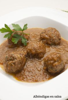 Receta de Albóndigas en salsa - Karlos Arguiñano  #recetas #albóndigas #arguiñano Chipotle, Healthy Eating Tips, Healthy Recipes, Cooking Without Oil, Thai Curry, Tasty, Yummy Food, Food Dishes, Seafood