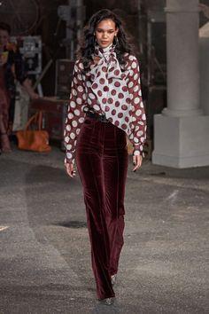 Tommy Hilfiger Fall 2019 Ready-to-Wear Fashion Show - Vogue Moda Fashion, Fashion Week, Fashion 2020, Runway Fashion, High Fashion, Winter Fashion, Fashion Show, Fashion Outfits, Womens Fashion