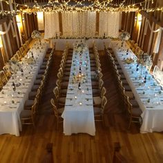 A new layout for The Tudor Barn. These long banqueting tables look amazing. Our fairlight backdrop behind the top table and our warm white cross over canopy above add sparkle to this brilliant new layout Flowers provided by Floribundi Beaconsfield #weddingday #barnwedding #weddinglighting #eventprofs #barnlighting #fairylighting #buckinghamshire #bourneend #backdrop