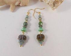 boucles d'oreilles or verte, boucles d'oreilles dorées perles tchèque vertes, boucles d'oreilles feuille, boucles d'oreilles femme bohème