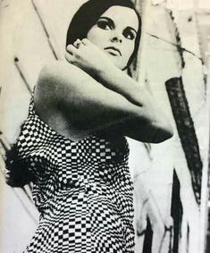 ΕΛΕΝΑ ΝΑΘΑΝΑΗΛ Old Greek, Cosmic Girls, Fashion Poses, Greeks, Actors & Actresses, My Girl, Cinema, Icons, Black And White