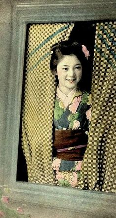 GEISHA SMILING IN THE WINDOW by Okinawa Soba, via Flickr