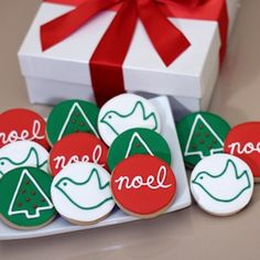 i wish i could make these theyre adorable iced christmas cookies gift - Round Christmas Cookie Decorating Ideas