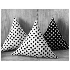 triangle cushion Handmade Pillows, Diy Pillows, Floor Pillows, Throw Pillows, Triangle Pillow, Decorative Throws, Pin Cushions, Diy And Crafts, Room Decor