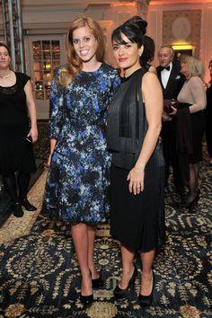 Pin for Later: Wenn Welten aufeinander prallen: Promis begegnen den Royals  Prinzessin Beatrice und Salma Hayek waren bei den British Fashion Awards im November 2012 in London mit von der Partie.