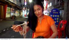 văn hóa ẩm thưc ăn thức ăn sống ở hàn quốc và nhật bản rất phát triễn và được nhiều người bản xứ ưa chuộng, nhưng đối với khách du lịch để ăn thử 1 con mực sống còn bò lúc nhúc là 1 thử thách lớn mà ít có ai dám thử. Xem thêm: http://tourdulichhanquoc.info/an-muc-song-mot-net-van-hoa-am-thuc-han-quoc-ny.html