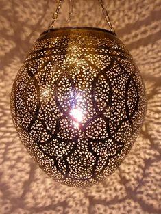 Décoration marocaine : Lampes suspension, Lampe ambiance en maillechort ciselé