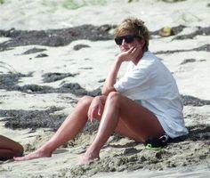 Princess Diana, Princess of Wales poses in a bikini while on holiday in the South of France. Princess Diana pictured looks as imposs. Princess Diana Family, Princess Diana Pictures, Princess Of Wales, Tilda Swinton, Lady Diana Spencer, Princesa Diana, Brigitte Bardot, Prinz William, Gisele Bündchen