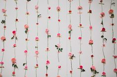 DIY Fresh Flower Wall - great idea to decorate a wedding or event. Perfect for a photo backdrop!