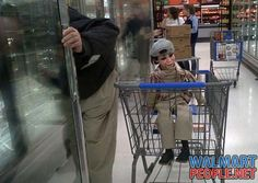.NOW HERE'S YOUR TYPICAL WALMART DUMMY.....FOLLOW THIS BOARD FOR GREAT PINS OF ALL THE WALMART CRAZIES, WIERDO'S AND JUST REGULAR WALMART SHOPPERS( :-o )