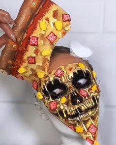 Pintura facial de pizza Pintura facial criada pela artista Vanessa Davies (the_wigs_and_makeup_manager). Crazy Halloween Makeup, Beautiful Halloween Makeup, Crazy Makeup, Amazing Makeup Transformation, World Bodypainting Festival, Weird Food, Skull Makeup, Cosplay Makeup, Fantasy Makeup