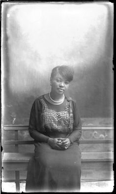 Female portrait. The Robert Runyon Photograph Collection, 05845, courtesy of The Center for American History, The University of Texas at Austin.