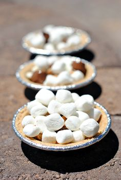 These mini S'mores pies are a perfect summer dessert! Everyone can build their own and fill it with all of the fun candy, marshmallows, and toppings that they want, the grill it to perfection! Summer Desserts, Fun Desserts, Summer Treats, Diet Coke Cake, Mini Pie Crust, Campfire Food, Campfire Recipes, Smores Pie, Cookie Brownie Bars