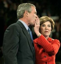 What a cute moment between President George W. Bush and First Lady Laura Presidents Wives, Greatest Presidents, American Presidents, History Photos, Us History, American History, Laura Bush, Barbara Bush, American First Ladies