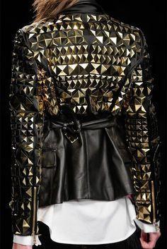 Studded jacket - very rock chic! Fashion Moda, Look Fashion, Fashion Details, High Fashion, Womens Fashion, Fashion Trends, Street Fashion, Mode Style, Style Me