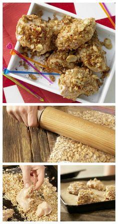 Die Hähnchenstücke werden in Dinkelflocken und Erdnusskernen gewälzt: Goldnuggets im Flockenmantel Kindersnack (7-9 Jahre) | http://eatsmarter.de/rezepte/goldnuggets-flockenmantel