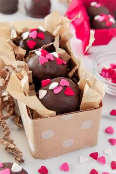 Up close of three Nutella truffles covered in pink, white, and red heart-shaped sprinkles in a small rectangular polka dot box Oreo Truffles, Oreo Cookies, Chocolate Coating, Melting Chocolate, Brownie Packaging, Valentines Day Food, Funny Valentine, Romantic Meals, Almond Bark