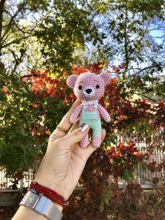 Amigurumi - Little Teddy Bear Recipe - Knitting Models - crochet patterns Knitting Designs, Knitting Patterns, Crochet Patterns, Knitting For Kids, Knitting For Beginners, Amigurumi Patterns, Amigurumi Doll, Cute Crochet, Crochet Toys
