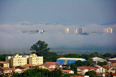 Manhã de outono em São José dos Campos. Jardim das Indústrias no primeiro plano e a região do Urbanova em meio à neblina.  crédito da foto:Sinai Faingold