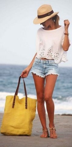 Simple summer outfits ideas to copy right now (9)
