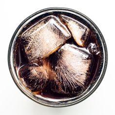 Cola entfernt Urinstein in der Toilette