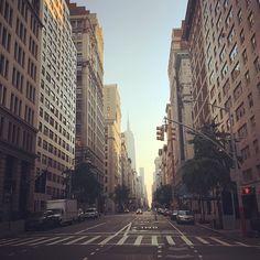 First light in the city. #weekendsinthecity #manhattan #newyork #nyc #sunrise #firstlight #summer #werunnyc #empirestatebuilding #fifthavenue