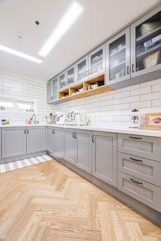 싱크대 스타일과 컬러, 바닥색의 조화 참고 / 싱크대 상판을 화이트가 아닌 원목으로 한다면? Home Decor Kitchen, Kitchen Interior, Home Interior Design, Home Kitchens, Wooden Kitchen, Kitchen Tiles, Kitchen Dining, Kitchen Cabinets, Kitchen Gallery